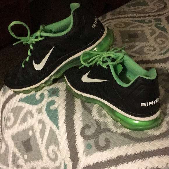 Women's Nike Airmax shoes